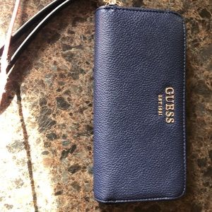 Guess zip around wallet